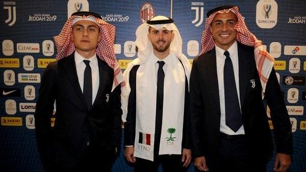 لاعبون إيطاليون بالزى السعودي